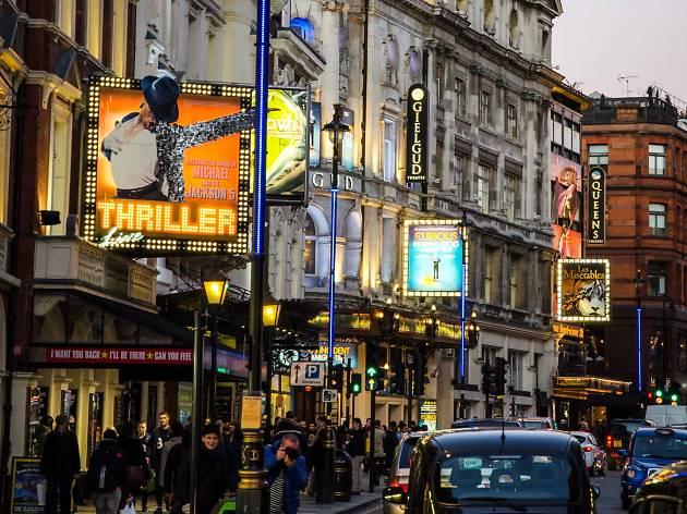 Londra: i teatri hanno deciso di trasmettere gratuitamente in streaming le riprese dei loro spettacoli a giugno