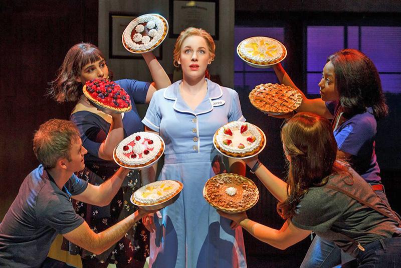 """Teatri riaperti a Broadway: si alza il sipario su """"Waitress"""" e """"Hadestown"""""""